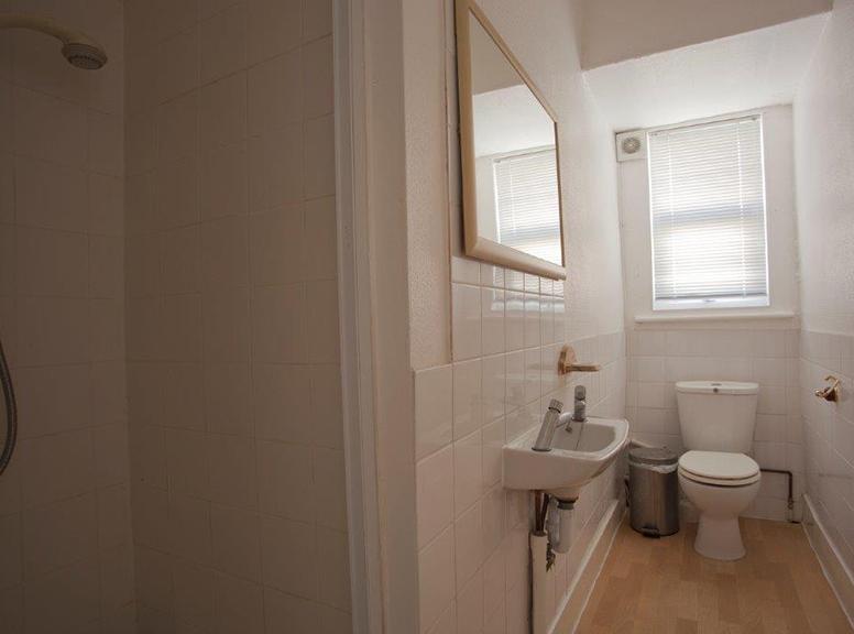 Communial-shower-room-2