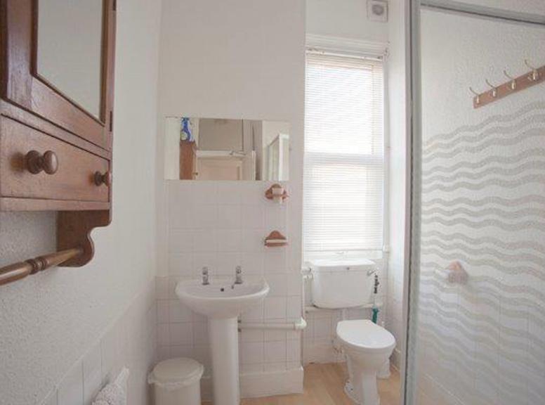 Communial-shower-room1